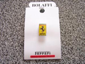 フェラーリのピンバッチを購入:「F1疾走するデザイン」展