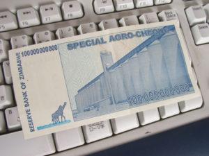 裏はこんな感じ:ジンバブエの1000億ドル札です