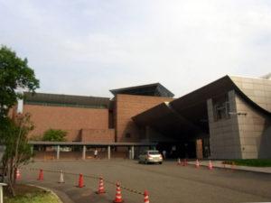 美術館の外観:新潟県立近代美術館で「モーリス・ユトリロ展」を観る