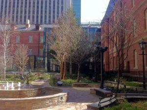 中庭は散策できる:三菱一号館美術館で「ヴィジェ・ルブラン展」を観ました