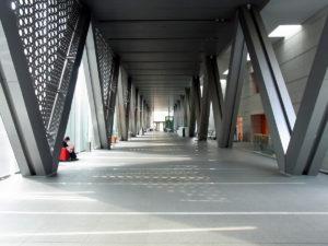 長~いエントランスホール:東京都現代美術館で『ゼロ年代のベルリン』を観る