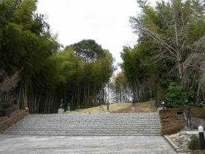 丘にある庭園:笠間日動美術館で「現代洋画家たちのクレパス画展」を観る