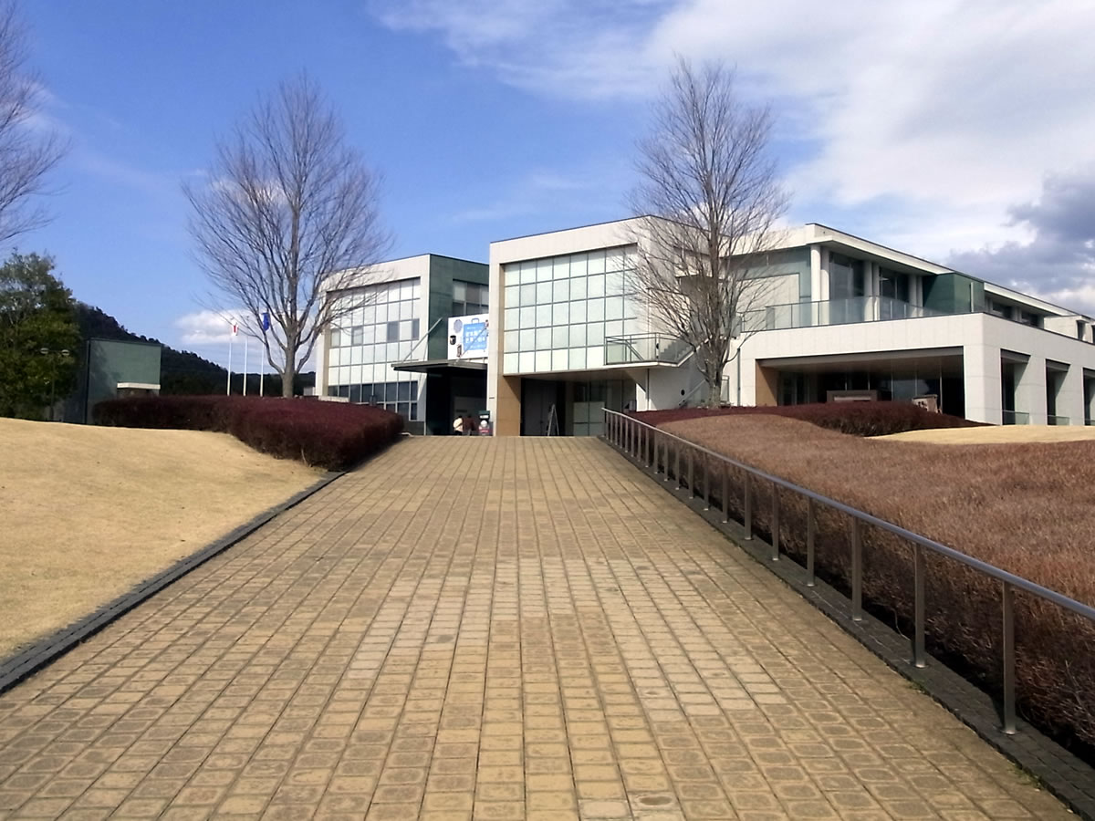 茨城県陶芸美術館を観る