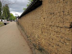 築地塀:奈良、東大寺の戒壇堂を参拝