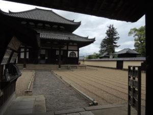 奈良、東大寺の戒壇堂を参拝