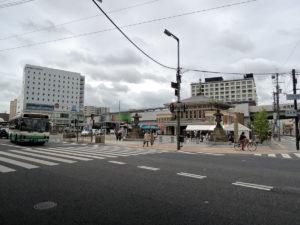 JR奈良駅。建物が低い。:奈良、興福寺を拝観する
