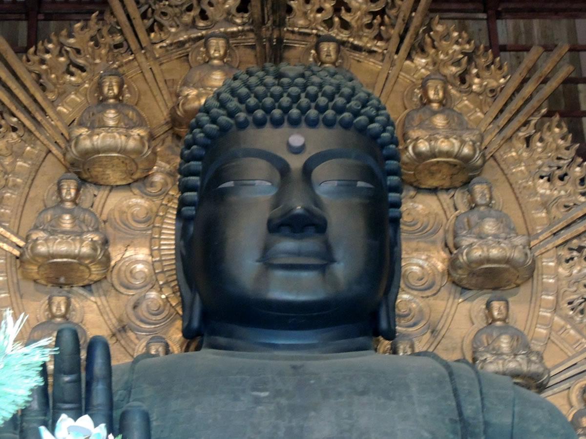 奈良、東大寺を参拝する