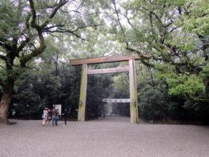正門の鳥居:名古屋の熱田神宮を参拝しました