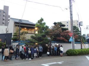 開店前なのに長蛇の列:「あつた蓬莱軒」でひつまぶしを食す