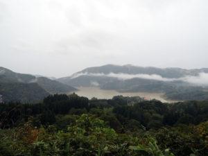 弓張平公園から寒河江ダムを見下ろす