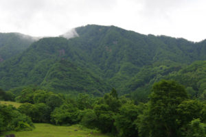ここに登るのか…:蔵王の瀧山(りゅうざん)に登ろうとするが…。