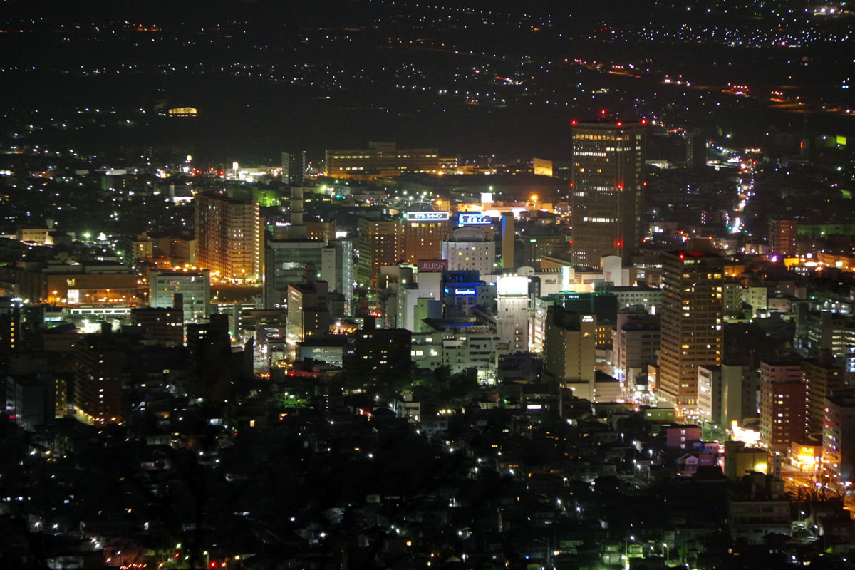 山形駅周辺:山形市、千歳山からの夜景 - 2015年4月
