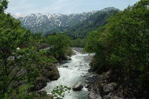 飯豊連峰の展望台、倉手山に登る。