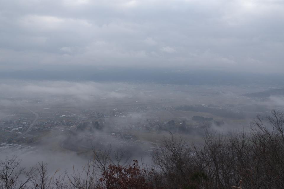 山形市は雲の下:富神山を登る - 2016年1月3日