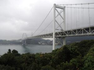 九州側から見た関門海峡大橋:関門トンネルを歩く - 福岡県から山口県へ